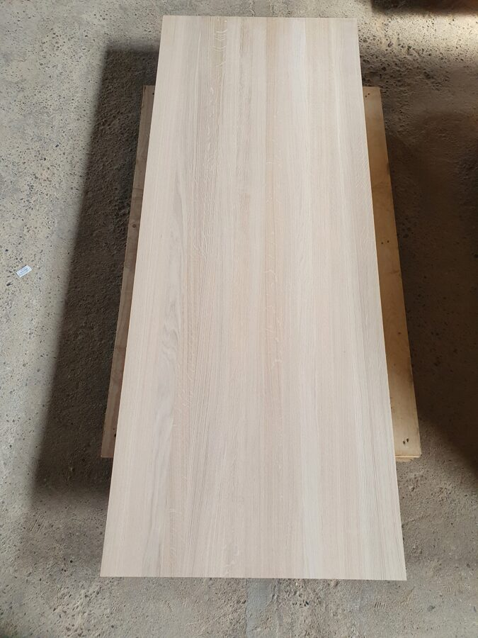 Masīva ozola mēbeļu plātne 40x650x1400mm AB
