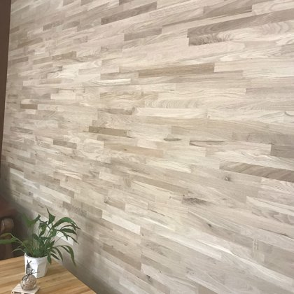 DECORATIVE OAK WALL